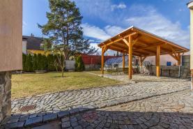 Pergola v zahradě za domem (Prodej, rodinný dům 5+1, 352 m2, Dubné, okr.České Budějovice), foto 2/30