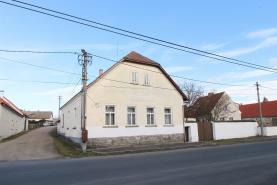 Prodej, rodinný dům 4+1, 3113 m2, Hradiště
