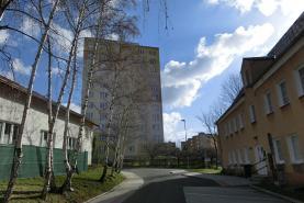 okolí domu (Prodej, byt 2+1, 55 m2, Litvínov, ul. Alešova), foto 4/10