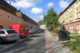 okolí domu (Prodej, byt 2+1, 55 m2, Litvínov, ul. Alešova), foto 2/10