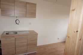 kuchyň (Pronájem, byt 1+kk, Kolín, ul. Sadová)