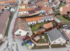 pohled na celý komplex domů (Prodej, chalupa, Hýskov, okres Beroun), foto 4/41