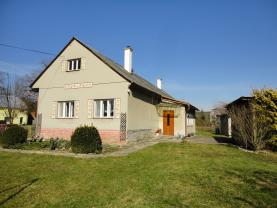 Prodej, rodinný dům 5+2, 295 m2, Police
