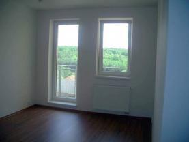 7_obyvak-a-pohled-ven (Pronájem, byt 1+kk, 35 m2, Praha 10 - Hostivař), foto 4/14