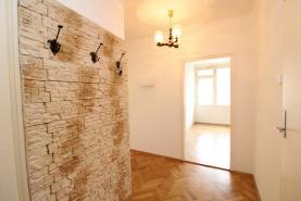 Vstupní chodba (Prodej, byt 2+1, 65 m², OV, Praha 2 - Vinohrady, terasa), foto 4/15
