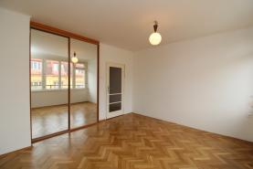 Obývací pokooj (Prodej, byt 2+1, 65 m², OV, Praha 2 - Vinohrady, terasa), foto 3/15