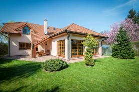 Prodej, rodinný dům 7+1, 1300 m2, Čestlice