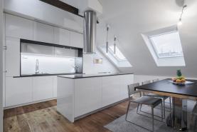 Prodej, atypický byt, 203 m2, Praha, ul. Hálkova