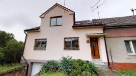 Prodej, rodinný dům 5+1, 1296 m2, Česká