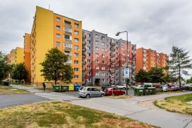 Pohled na dům (Prodej, byt 4+1, 88 m2, DV, Jirkov, ul. Tkalcovská), foto 4/17