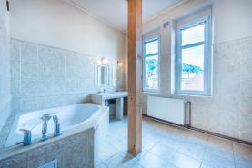 Koupelna (Prodej, byt 3+1, 104 m², Děčín, ul. Máchovo náměstí), foto 2/25