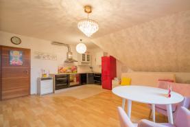 Flat 1+kk, 40 m2, Praha-západ, Jesenice, Do Polí