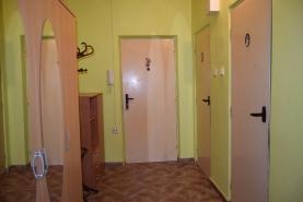 (Flat 2+1, 59 m2, Louny, Postoloprty, Draguš)