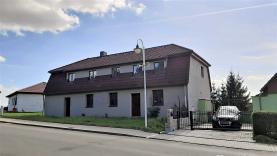 House, Chomutov, Hrušovany