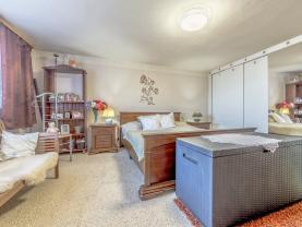 Prodej rodinného domu, 466 m², Zápy
