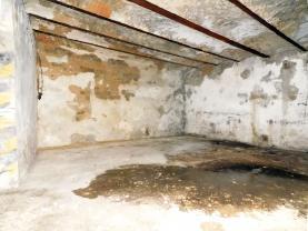 DSCN5093.jpg (Prodej garáže, 127 m², Karlovy Vary, ul. Mattoniho nábřeží), foto 2/6