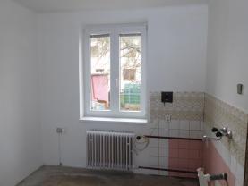 P1030022.JPG (Prodej rodinného domu, 80 m², Sezimovo Ústí, ul. Švermova), foto 2/11