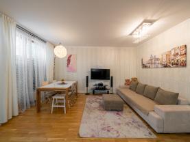 Prodej bytu 3+kk v Praze, ul. Drahobejlova, s předzahrádkou